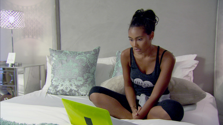 Evelyn Gives Shaniece a Tough-Love Lecture About Money - Video