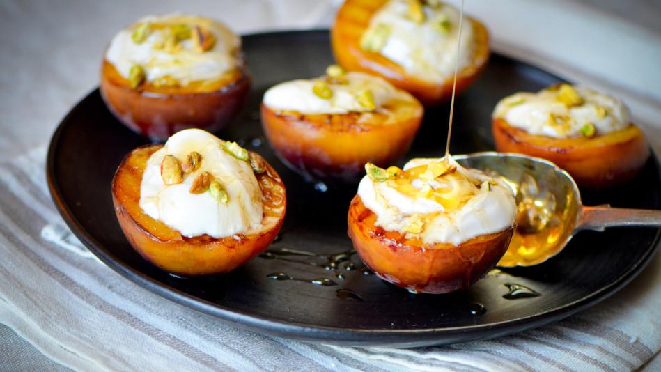Peaches with Greek Yogurt, Honey and Pistachios Recipe
