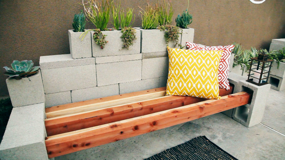 Create a gorgeous seating area and garden with cinder blocks for Cinder block seating area
