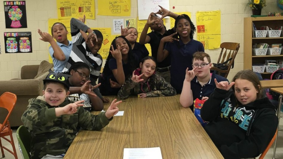 5th graders learning sign language