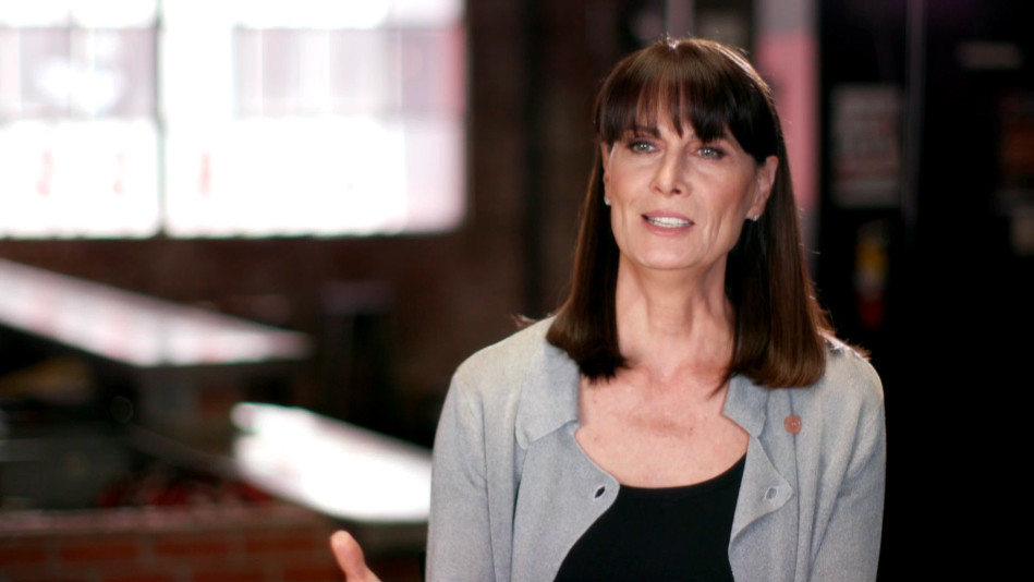 Why Actress Mel Harris Hung Negative Reviews on Her Fridge - Video