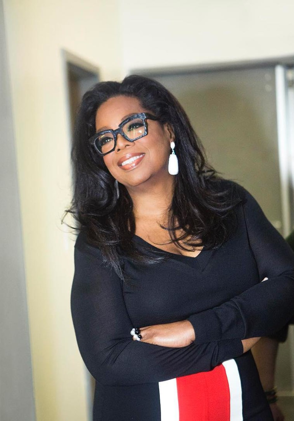16d2518223a8 10 Times Oprah Won the Glasses Game