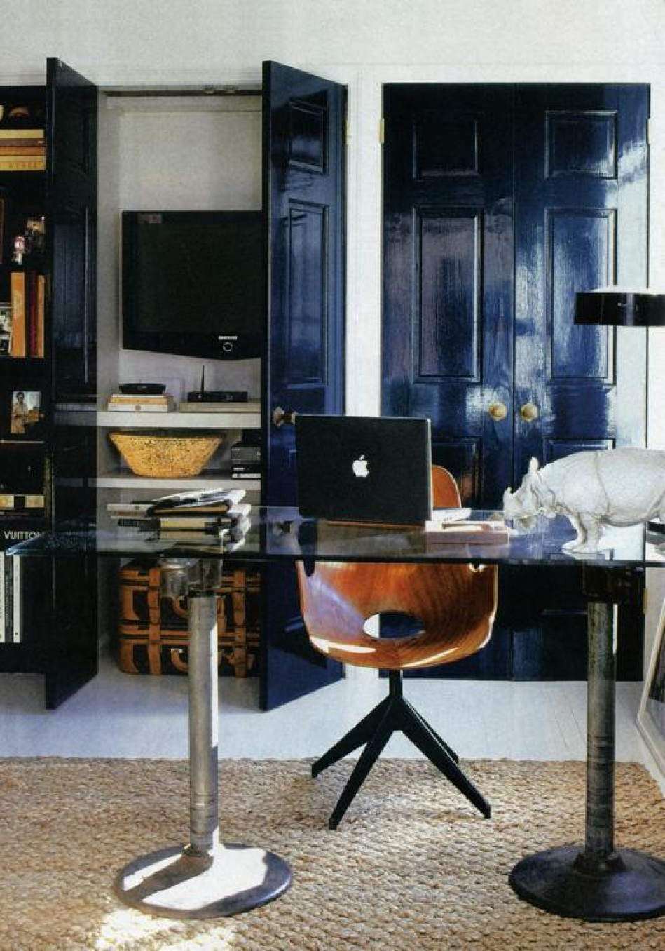 Charmant Nate Berkus Turns One End Of His Living Room Into An Office And  Entertainment Space.