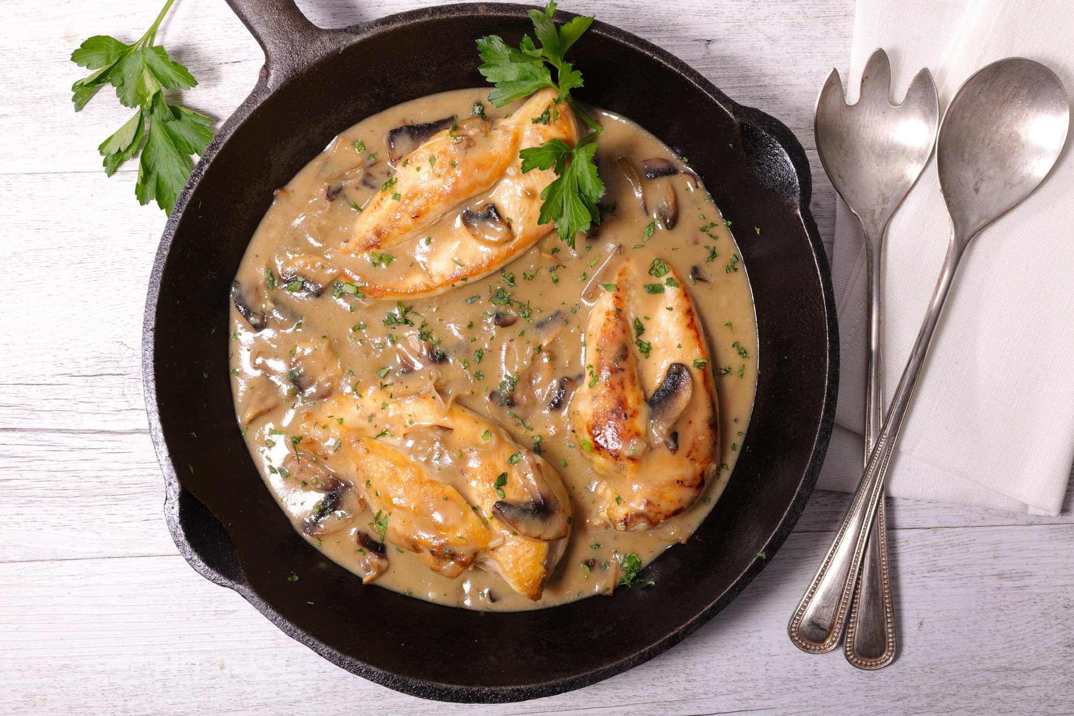 Préférence Julia Child's Roast Chicken with Port Wine, Cream and Mushrooms Recipe SQ54
