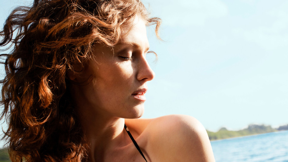How To Get Frizz Free Curls During Summer