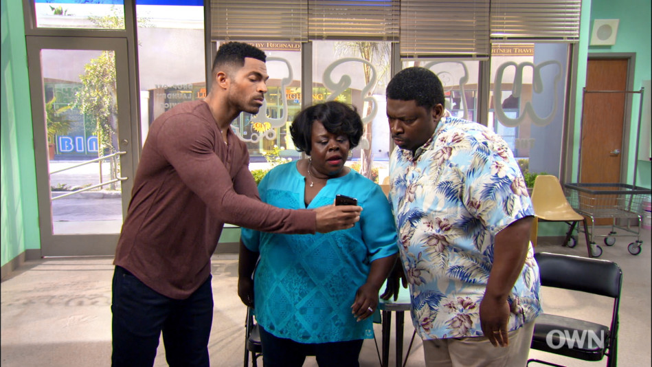 Terrance Introduces Curtis and Ella to Social Media - Video