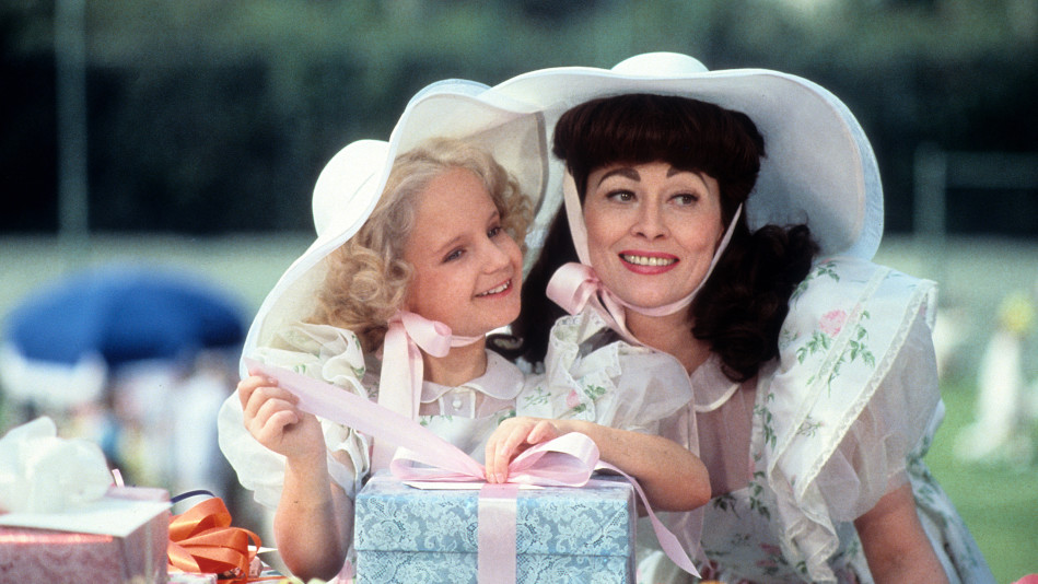 Faye Dunaway and Mara Hobel on the set of 'Mommy Dearest'