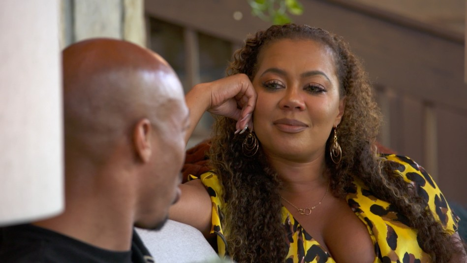 Symone Shoots Her Shot with Rashid - Video