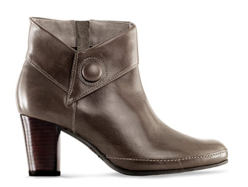 Clarks low boot
