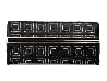 Rampage black-and-white clutch