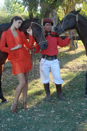 Model Jessica Clark and a Gaucho on the Estancia El Rocio