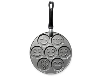 Cooks by JCPenney Smiley Face Pan