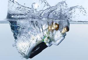 Husband/wife dolls sinking in water