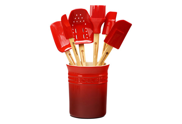 spatula set in a crock