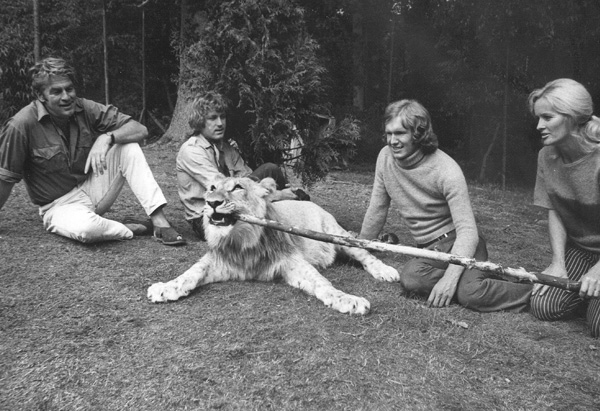 Christian the Lion with Bill Travers, John Rendall, Ace Berg, and Virginia McKenna in Surrey