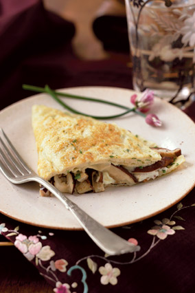 Pastel Omelet with Mushrooms, Goat Cheese and Fresh Herbs