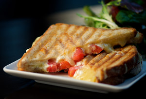 Grilled Cheese Sandwich with Goat Cheese and Tomato