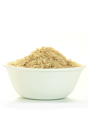 Uncooked brown rice in bowl