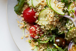 Quinoa Salad with Arugula and Tomatoes
