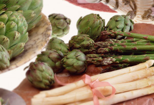 Spring vegetables: artichokes and asparagus