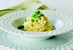 Spaghetti carbonara with peas