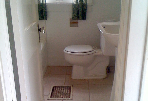 Simran Sethi's bathroom when she moved in.