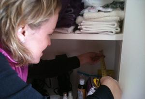 Organization expert Amy Thomas takes measurements in Simran Sethi's house.