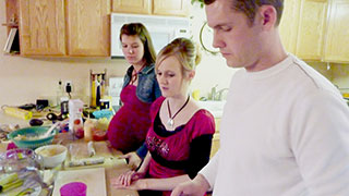Modern Polygamy: Spotlight on a Young Polygamist Family