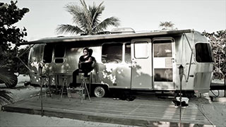 Why Rocker Lenny Kravitz Seeks Solace in an Airstream Trailer