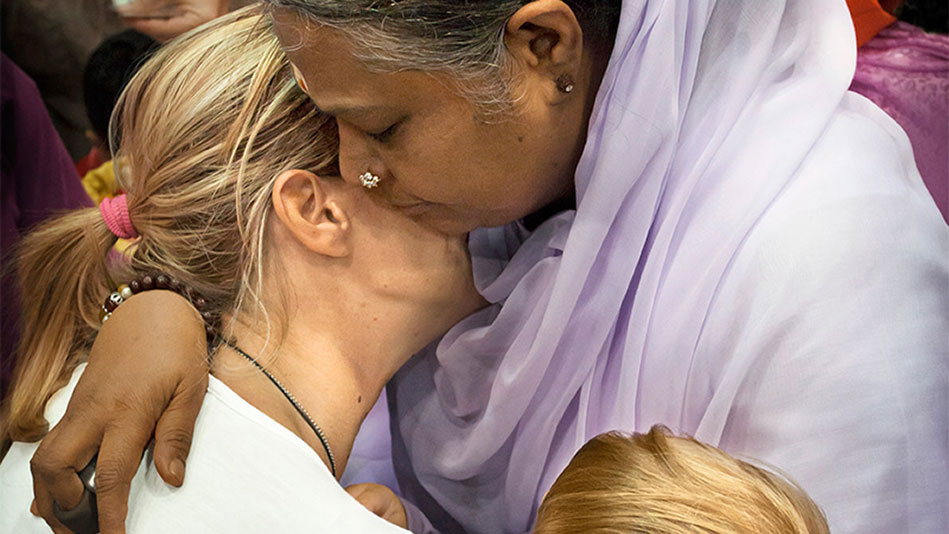 Main Squeeze: Amma's Mission to Transform Humanity Through the Power of a Hug