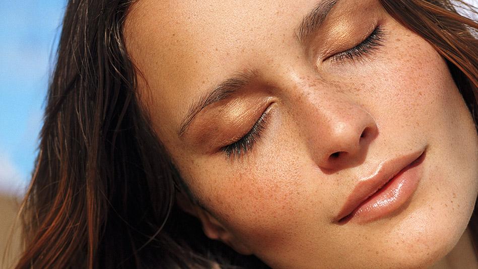 - Self-tanning Self-tanner Applying Prep