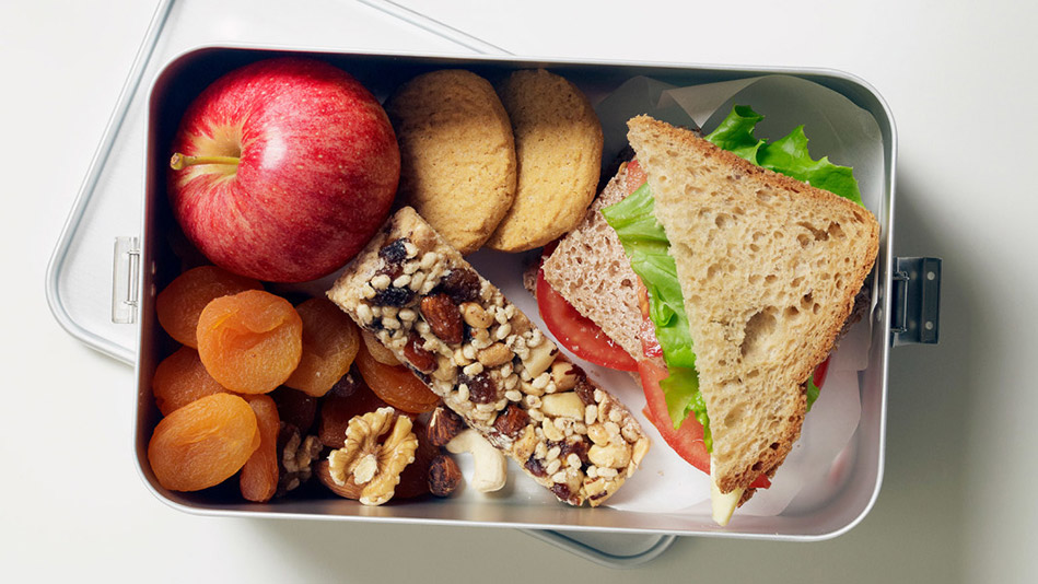 4 Secrets to Steal from Nutritionists to Pack a Better Lunch