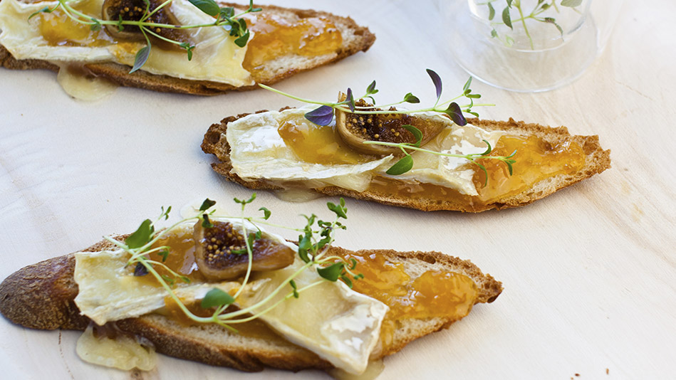 Brie Crostini with Fig Jam and Fresh Figs