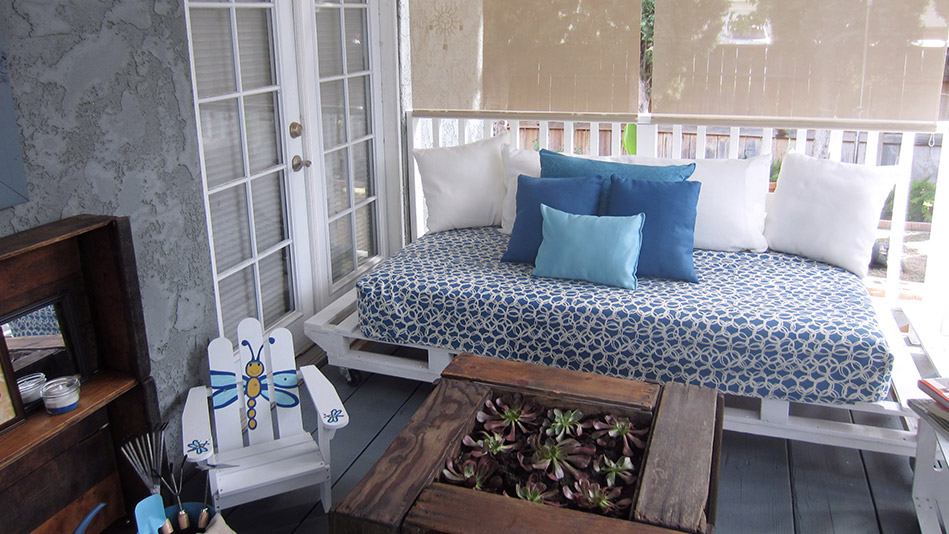 How to Make A Loveseat Out of Pallets