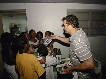 'Oprah's Big Give' contestant Stephen hands out electronics.