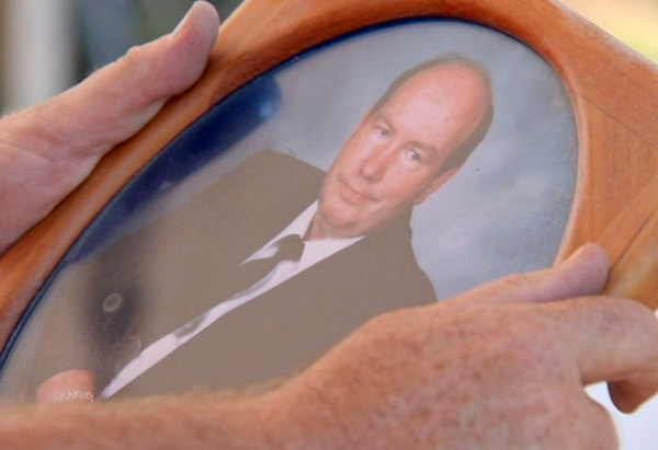 Peter holding a photo of Jenni's late father