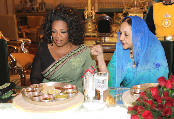 Oprah shares dinner with the queen of Jaipur, Her Highness Maharani Padmini Devi