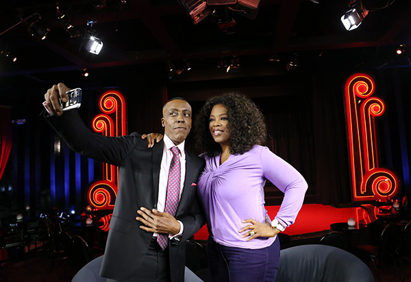 Arsenio Hall taking photo of himself with Oprah Winfrey