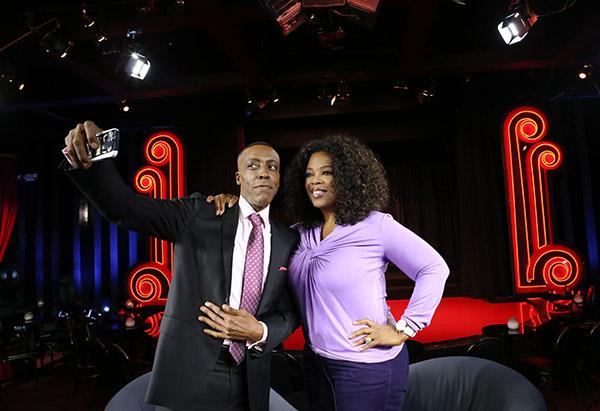 Arsenio Hall taking photo of himself with Oprah Winfrey