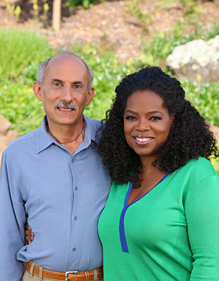 Jack Kornfield bersama dengan Oprah Winfrey. Foto: Oprah.com