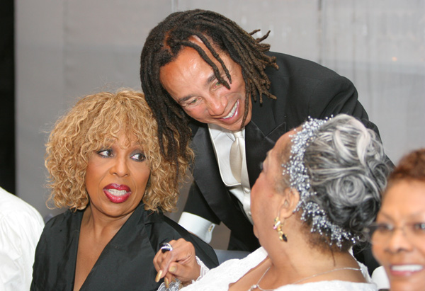 Smokey Robinson greets Roberta Flack and Della Reese