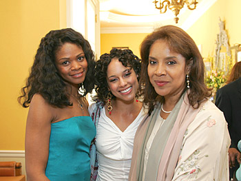 Kimberly Elise, Alicia Keys and Phylicia Rashad. Copyright 2005, Harpo Productions, Inc./George Burns & Bob Davis. All Rights Reserved.