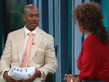 Stephon Marbury with his Starbury sneakers