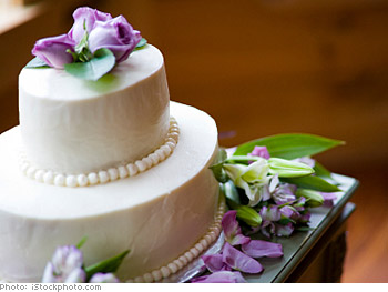Cut a small wedding cake in photos.