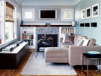 The living room's pale, cool colors give an impression of airiness.