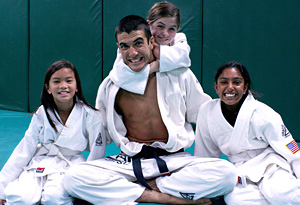 Rener Gracie with jujitsu students