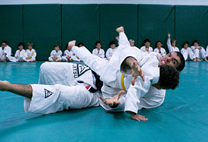 Rener Gracie with jujitsu students