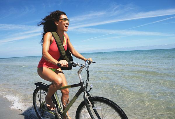 Ljepotice i bicikli - Page 3 20100701-woman-riding-bike-600x411