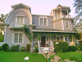 Oprah's tours her character's home on 'Desperate Housewives'