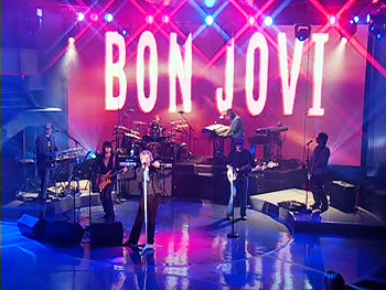 Bon Jovi rocks out